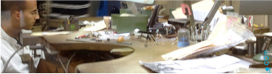 I montaggi e le riparazioni dei gioielli di perle vengono fatti nel nostro laboratorio