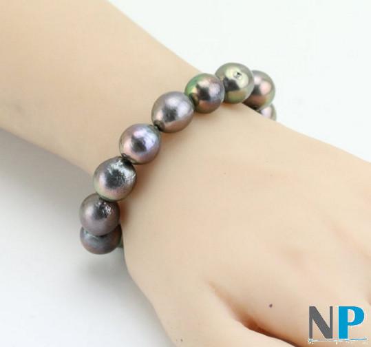 Braccialetto perle KASUMI nere multiriflesso su filo elastico