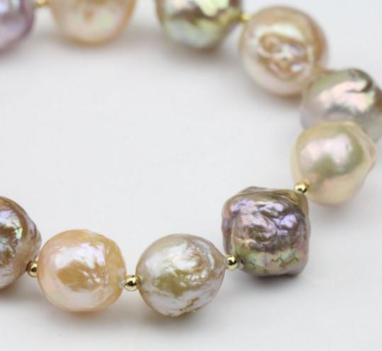 Perle barocche d'acqua dolce multicolori su filo elastico, grandi diametri