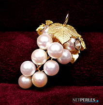 Gioiello di perle akoya, in Oro 18K e perle Akoya, come Pendente o Spilla