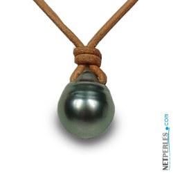 Perla nera barocca di Tahiti a goccia su laccio di cuoio