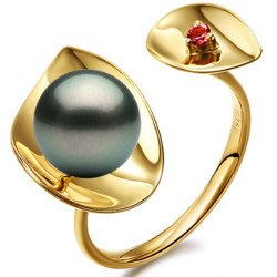 Anello in oro 18k con perla di Tahiti AAA e tormalina rossa