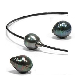 Collana/Braccialetto Cuoio traversante una perla barocca di Tahiti da 12-13 mm con nodi scorrevoli